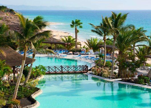 1 Woche Fuerteventura im 4,5* Resort mit All In, Flug, Rail&Fly und Transfer ab 385€