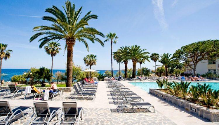 1 Woche Mallorca im April: 4* Hotel inkl. Frühstück, Flug und Rail&Fly ab 364€