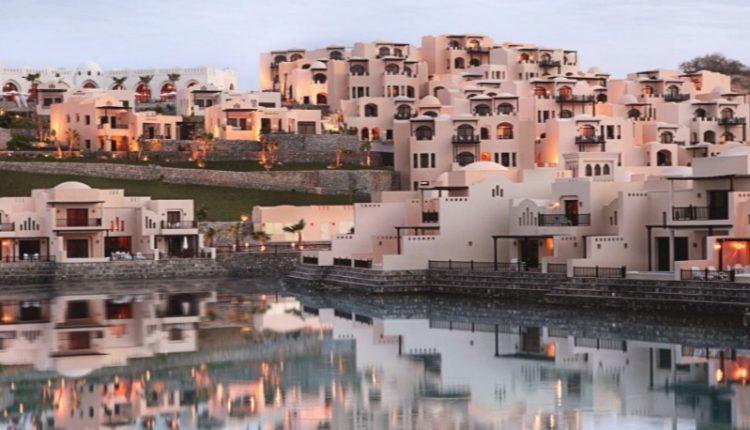 6 Tage Luxusurlaub in Ras al Khaimah: 5* Hotel inkl. Flug, Transfer, Frühstück und Rail&Fly ab 473€
