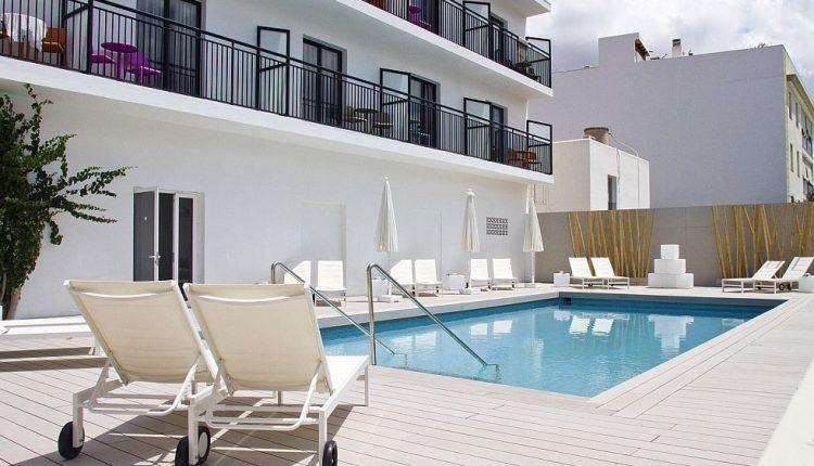 Frühbucher: 1 Woche Ibiza im 3* Gay Hotel inkl. Flug & Transfer ab 299€