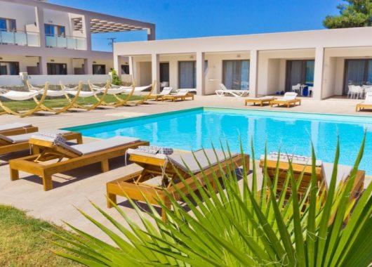 Frühbucher: Eine Woche Thassos im 4* Hotel inkl. HP, Flug und Rail&Fly ab 396€