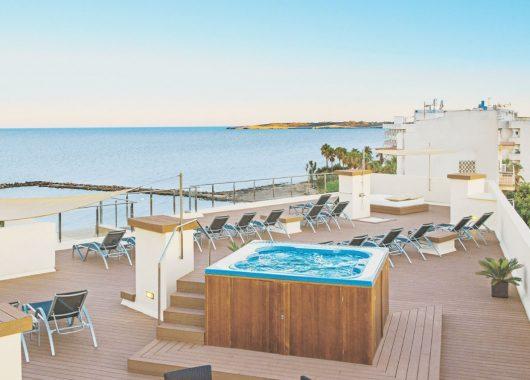 Eine Woche Cala Bona im 4* Hotel inkl. HP, Flug und Rail&Fly ab 342€