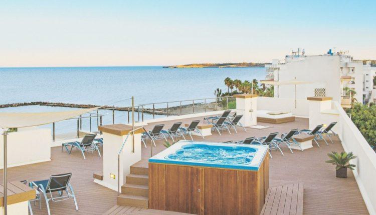 1 Woche Cala Bona im 4* Hotel inkl. HP, Flug und Rail&Fly ab 322€