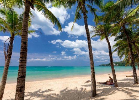 2 Wochen Phuket im 4* Beach Resort inkl. HP, Flug, Rail&Fly und Transfer ab 989€