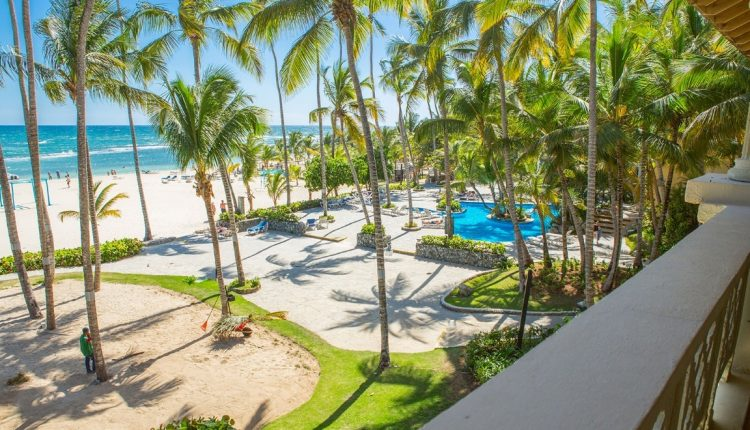 2 Wochen DomRep im 3,5* Hotel mit All In, Flug, Rail&Fly und Transfer ab 982€