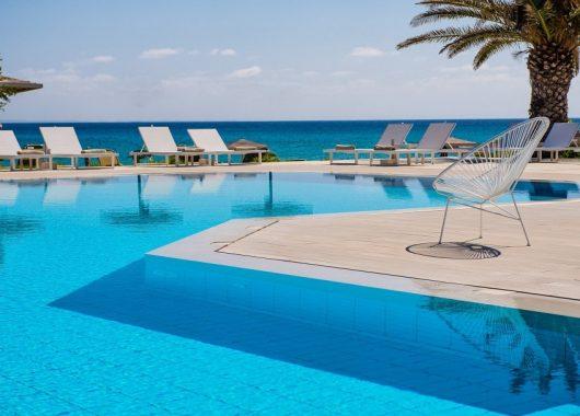 1 Woche Zakynthos im 4* Hotel inkl. Halbpension, Flug, Rail&Fly und Transfer ab 576€