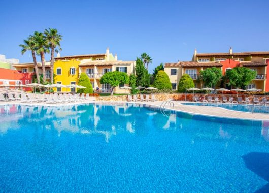 1 Woche Menorca im 4* Apartment inkl. Frühstück, Flug, Raill&Fly u. Transfer ab 432€