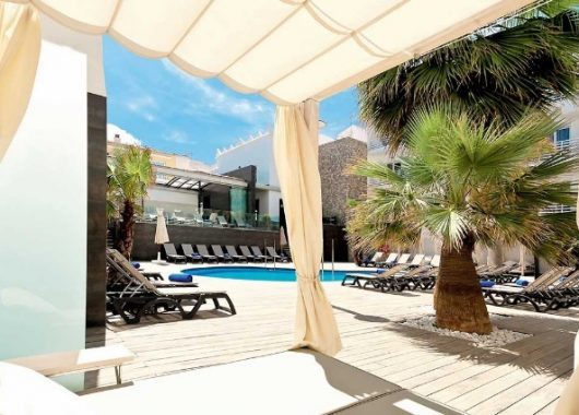 1 Woche Lanzarote im 4* Hotel mit eigenem Whirlpool auf dem Balkon, HP, Rail&Fly u. Transfer ab 529€