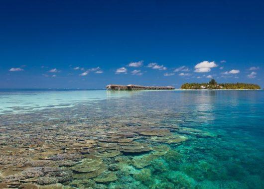 9 Tage Malediven im 4,5* Award-Hotel mit All In, Flug, Rail&Fly und Transfer ab 1576€