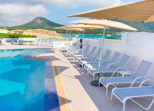 1 Woche Cala Ratjada im 3* Hotel inkl. HP, Flug u. Rail&Fly ab 298€