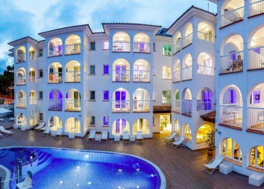 Eine Woche Cala Ratjada im 4* Hotel inkl. HP, Flug, Rail&Fly und Transfer ab 281€