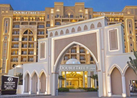 1 Woche Luxus in Ras al-Khaimah: Deluxe Zimmer im 5* Hotel, Flug, Transfer und Frühstück ab 490€
