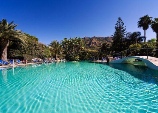 1 Woche Ischia im 4* Hotel inkl. HP, Flug, Rail&Fly und Transfer ab 440€