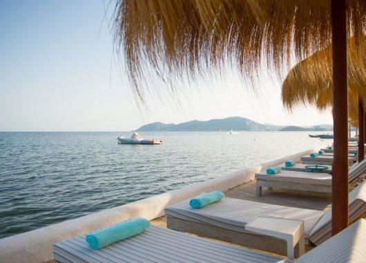 Last Minute-Luxus: Eine Woche Ibiza im 4* Hotel inkl. HP, Flug und Rail&Fly ab 696€