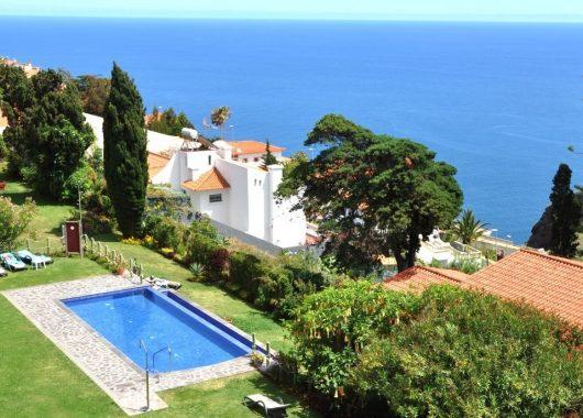 Herbst auf Madeira: 1 Woche im 3* Hotel inkl. Frühstück, Flug & Transfer ab 418€