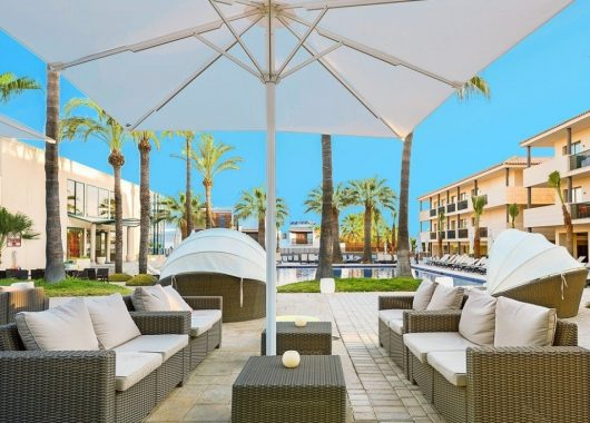 Herbst: Eine Woche Ibiza im neuen 4* Hotel mit All In, Flug, Rail&Fly u. Transfer ab 467€