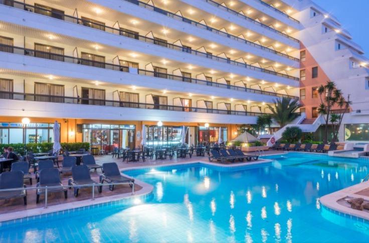 costa barcelona eine woche im sehr guten 4 hotel inkl. Black Bedroom Furniture Sets. Home Design Ideas