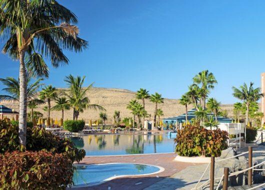 Weihnachten auf Fuerteventura: 4,5* Hotel inkl. HP, Flug und Transfer ab 490€