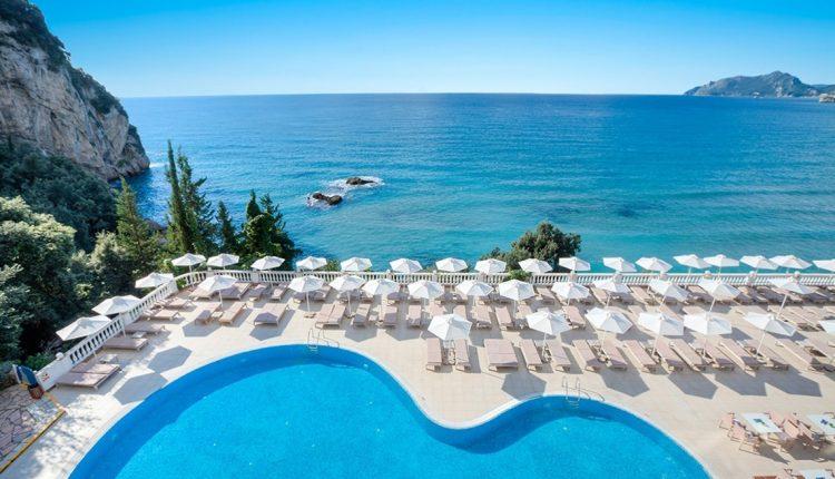 Eine Woche Korfu im 4* Resort mit Meerblick, All In, Flug, Rail&Fly und Transfer ab 499€