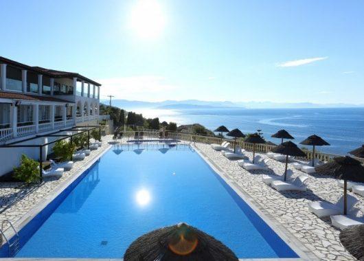 1 Woche Korfu im 4* Hotel inkl. Meerblick, HP, Flug & Transfer ab 480€