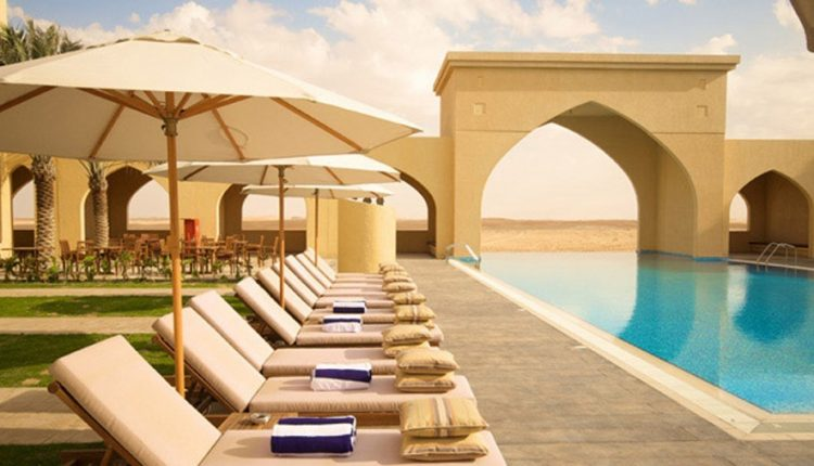 Lastminute: Eine Woche Abu Dhabi im 4* Wüstenhotel mit All In, Flug, Rail&Fly und Transfer ab 573€