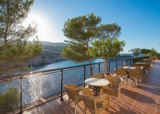 1 Woche Ibiza im 4* Hotel inkl. HP, Flug, Rail&Fly und Transfer ab 379€