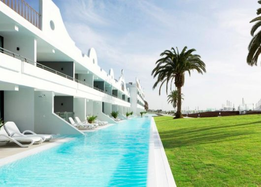 April – Mai: Eine Woche Gran Canaria im 4* Ocean Beach Club inkl. Frühstück, Flug, Rail&Fly u. Transfer ab 474€