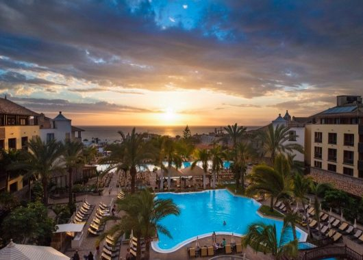 Dezember-Sonne: 5 Tage Teneriffa im 5* Hotel inkl. Frühstück, Flug, Rail&Fly & Transfer ab 486€