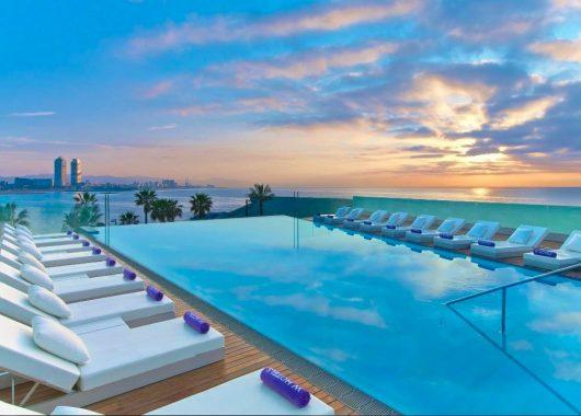 4 Tage im 5* W Barcelona Hotel inkl. Frühstück und Flug ab 355€