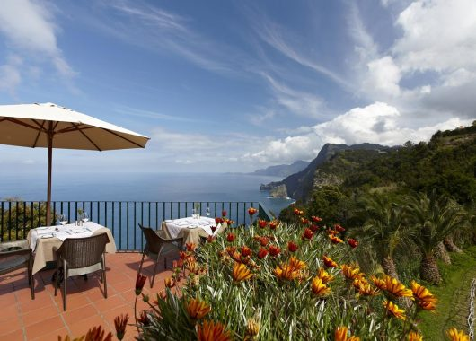 Last Minute Madeira: 1 Woche im top 4*Hotel inkl. Flug, Rail&Fly, Transfers und Frühstück ab 373€