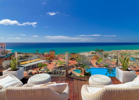 Winter auf Fuerteventura: 4,5* Hotel inkl. HP, Flug und Transfer ab 415€