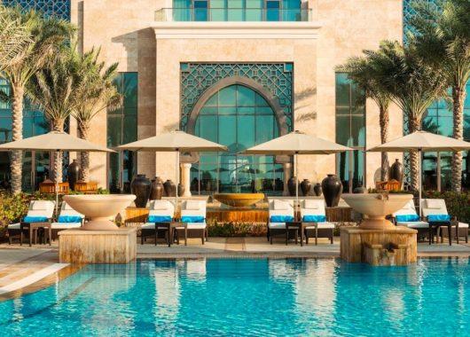 Eine Woche Luxus im Emirat Ajman: 5* Resort inkl. Frühstück, Flug, Rail&Fly und Transfer ab 460€