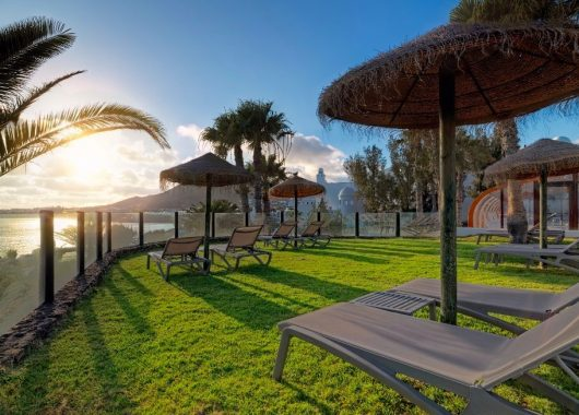 Eine Woche Lanzarote im 4* Hotel inkl. HP, Flug, Rail&Fly und Transfer ab 480€