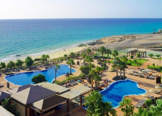 Lastminute: Eine Woche Fuerteventura im 4* Hotel inkl. HP, Flug und Transfer ab 482€