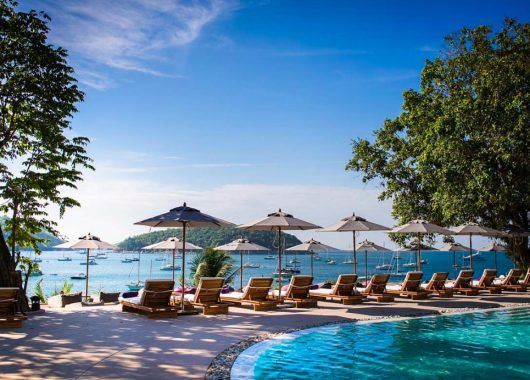 9 Tage Phuket im 5* Resort mit Meerblick, Frühstück, Flug, Rail&Fly und Transfer ab 1148€