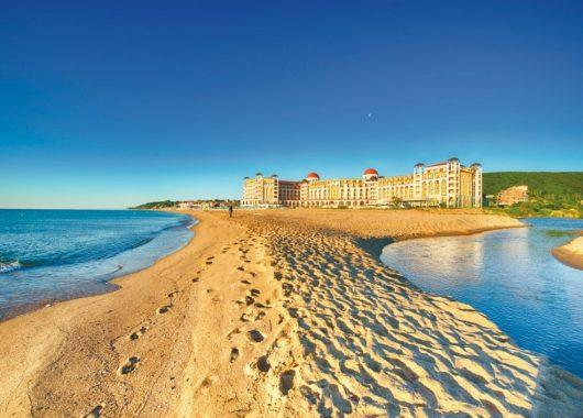 Frühbucher: 1 Woche Bulgarien im 4* Hotel mit All In, Flug, Rail&Fly u. Transfer ab 360€
