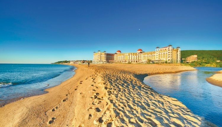 Eine Woche Bulgarien im 4* Hotel Riu Helios Bay mit All In, Flug, Rail&Fly und Transfer ab 336€