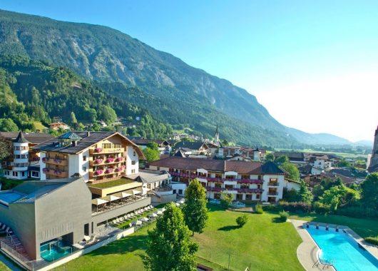 3 – 15 Tage Tirol im 4,5* Hotel inkl. Vollpension, Wellness und Aktivprogramm ab 199€