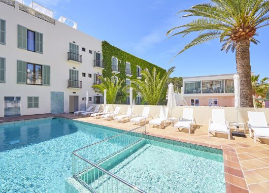 1 Woche Mallorca im 4* Boutique Hotel inkl. HP, Flug, Rail&Fly u. Transfer ab 248€