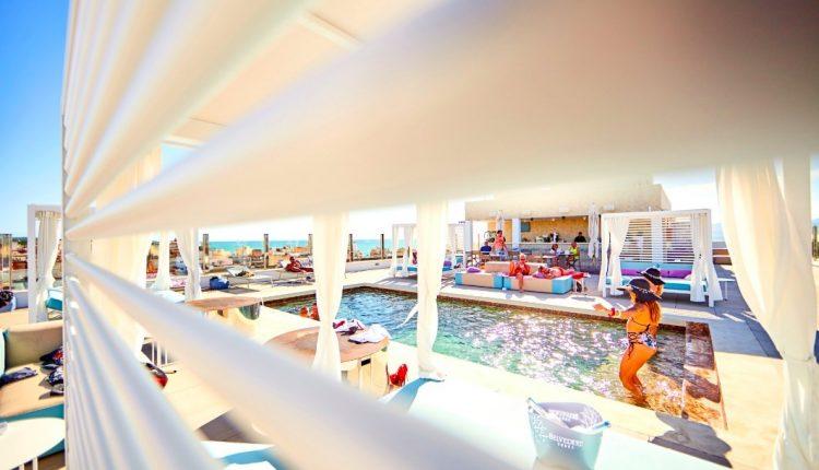 Last Minute: Eine Woche Mallorca im 4* Hotel Indico Rock inkl. HP, Flug, Rail&Fly u. Transfer ab 341€