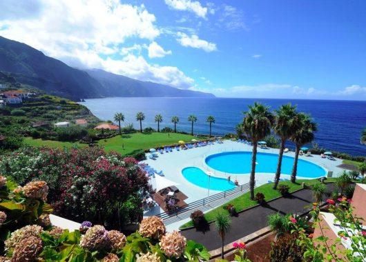 Eine Woche Madeira im 4* Hotel inkl. Frühstück, Zug zum Flug und Flug ab 433€