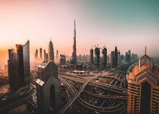 Dubai: 6 Tage im top 4*Hotel mit Flug, Frühstück, Transfers und Zugticket ab 439€
