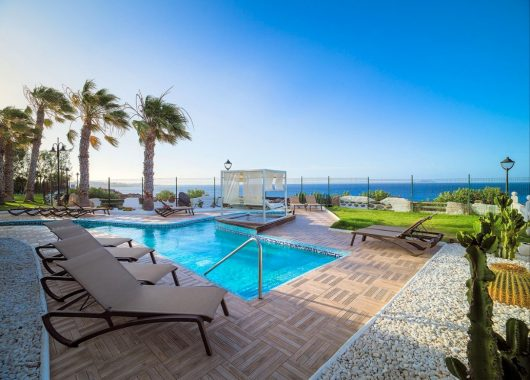 1 Woche Lanzarote im 5* Hotel inkl. Halbpension, Flug, Rail&Fly u. Transfer ab 471€
