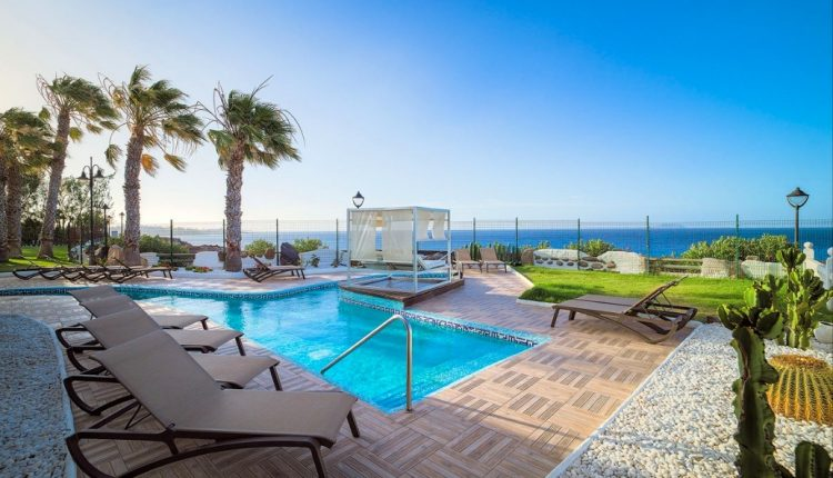 1 Woche Lanzarote im 5* Hotel inkl. Halbpension, Flug, Rail&Fly u. Transfer ab 541€