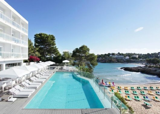 1 Woche Ibiza im 4* Beach Resort inkl. Frühstück, Flug, Rail&Fly u. Transfer ab 336€