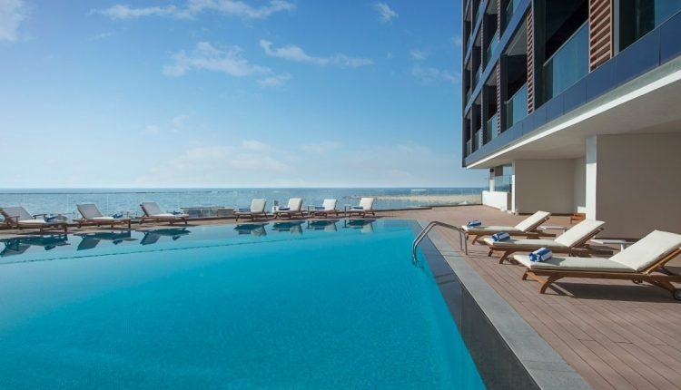 Eine Woche Ajman im neuen 5* Hotel mit All In, Flug, Rail&Fly und Transfer ab 460€