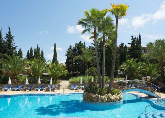Last Minute: 1 Woche Mallorca im 4* Hotel inkl. HP, Flug, Rail&Fly und Transfer ab 199€