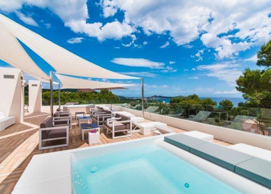 Last Minute: Eine Woche Mallorca im 3,5* Hotel inkl. HP, Flug, Rail&Fly und Transfer ab 396€