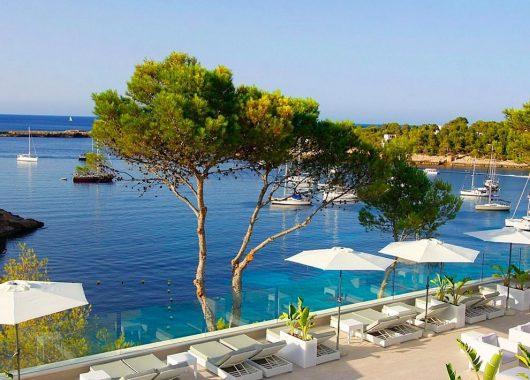 Eine Woche Ibiza im 4* Hotel inkl. HP, Flug und Transfer ab 477€