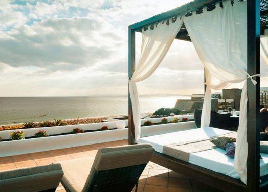 Last Minute: Eine Woche Lanzarote im 4* Apartment mit Meerblick, Flug und Rail&Fly ab 385€